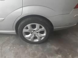 Troco roda de 16 na original do focus e vendo o carro  também