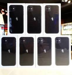 "Apple iPhone 11 64GB Liquid Retina de 6.1"" Dual 12MP / 12MP iOS - Preto (Lacrado)"