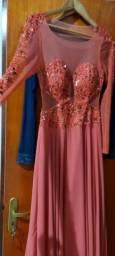 Título do anúncio: Vendo vestidos longo  de festa tamanho M