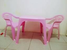 Título do anúncio: Mesa infantil com 2 cadeiras