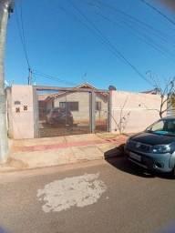 Título do anúncio: Vendo casa usada bem localizada no bairro Tarsila do Amaral.