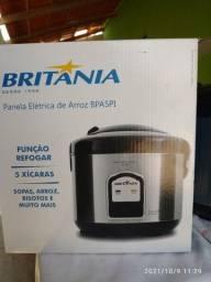 Título do anúncio: Vendo panela elétrica nova na caixa marca britania