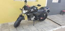 Título do anúncio: CB 300r , troco em moto de menor cilindrada