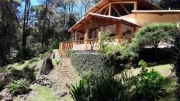 Casa em Debossan (Nova Friburgo)  com 8.000m² de terreno e trutário.