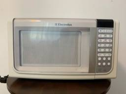 Título do anúncio: Microondas Electrolux 23 litros modelo MEF33