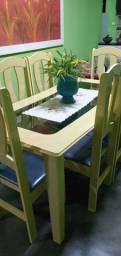 Mesa de 6 cadeiras.