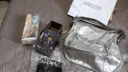 Título do anúncio: Bolsa Couro  Prata Arezzo Original + bolsinha + caixa + vaso novo