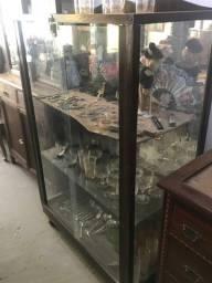 Linda cristaleira antiga