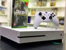 Título do anúncio: Xbox One S 1TB (dou 1 jogo+Garantia)