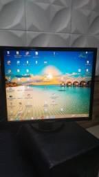 Título do anúncio: Monitor Samsung 19 Polegadas modelo 943bx Gira Tela - Dvi/Vga/Ótima Imagem
