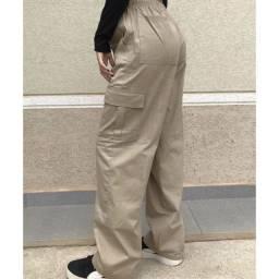 Título do anúncio: calça cargo bege nova (aceito pix,cartão, dinheiro)