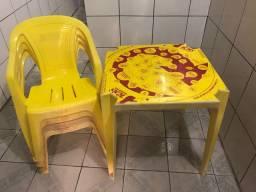 Doze jogos mesas e cadeiras plástico