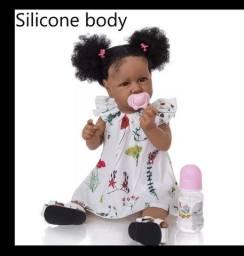 Bonecas reborn realista com vários acessórios!!