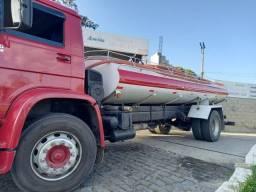 Caminhão pipa