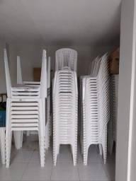 Vende-se Cadeiras e Mesas de Plastico da marca Tramontina