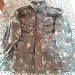 Vendo Jaqueta camuflada TAM M