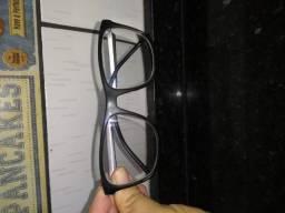 Óculos e bota ortopédica