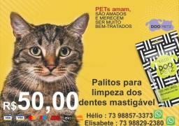 Os palitos mastigáveis para limpeza dos dentes de caes e gatos
