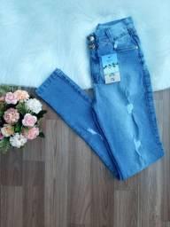 Calça jeans feminina com lycra. Só tamanho 42. Por R$ 110,00