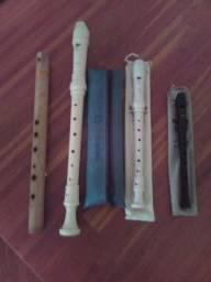 Vendo 3 flautas doce e uma flauta de bambú