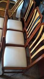 Cadeiras madeiras estofada
