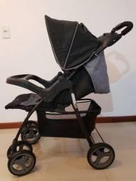 Carrinho de bebê, bebê conforto e carro de passeio dobrável.