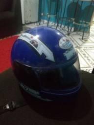 Troco capacete KIDS Tam: 54 por outro capacete KIDS Tam:56 Está bem conservado!