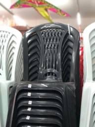 Título do anúncio: Cadeira sem braço cor preta de plástica nova pra restaurante