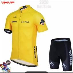 Título do anúncio: **NOVO** Conjunto de camiseta e bermuda para ciclismo, 2021, Strava tamanho P
