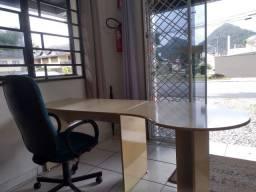 Título do anúncio: Mesa amarela com cadeira