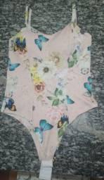 Body floral com borboletas