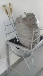 Vende-se Churrasqueira com carvão e três espetos