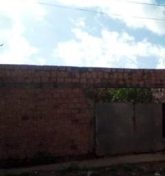 Vendo uma casa no Nova terra bem localizada falar com Bezerra valor 18.mil