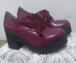 Título do anúncio: Sapato feminino oxford salto tratorado roxo verniz.
