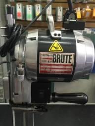 Máquina de corte Eastman Brute 627, 1180W, seminova !!!!