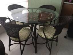 Conjunto de mesa e cadeiras em fibra sintética