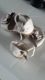 Vendo sandalia da marca pampili numeração 21 por apenas 15 reais
