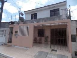 Vd. Casa com oito quartos - Santa Lúcia - Jabotiana