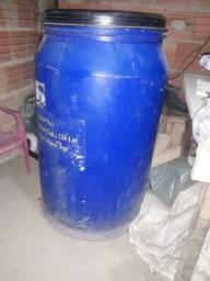 Tambor 200 Lt ótimo para armazenar líquidos ou secos