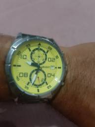 Relógio orient muito lindo , aceito propostas é trocar.