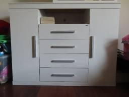 Título do anúncio: um armário de armazenamento