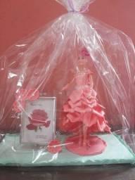 Boneca vestida com EVA