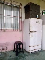 Vendo geladeira hot point anos 60