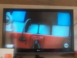 Título do anúncio: Vendo uma TV LG 42