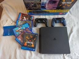 PlayStation (PS4) Mega Pack 1TB + 2 Controles Sony Dualshock 4 + 5 Jogos