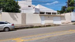 Locação, casa no Calhau, Av. Sambaquis prox. a Igreja Católica