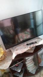 Vendo TOSHIBA TV smart 43p , novinha completo