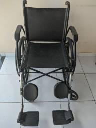 Cadeira de rodas semi nova marca jaguaribe