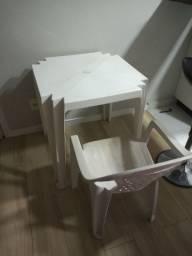 Mesa e cadeira de plástico - Sumaré