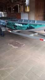 barco completo, 6 metros, motor, carretinha, bancos, capota, documentado, pouco usado.